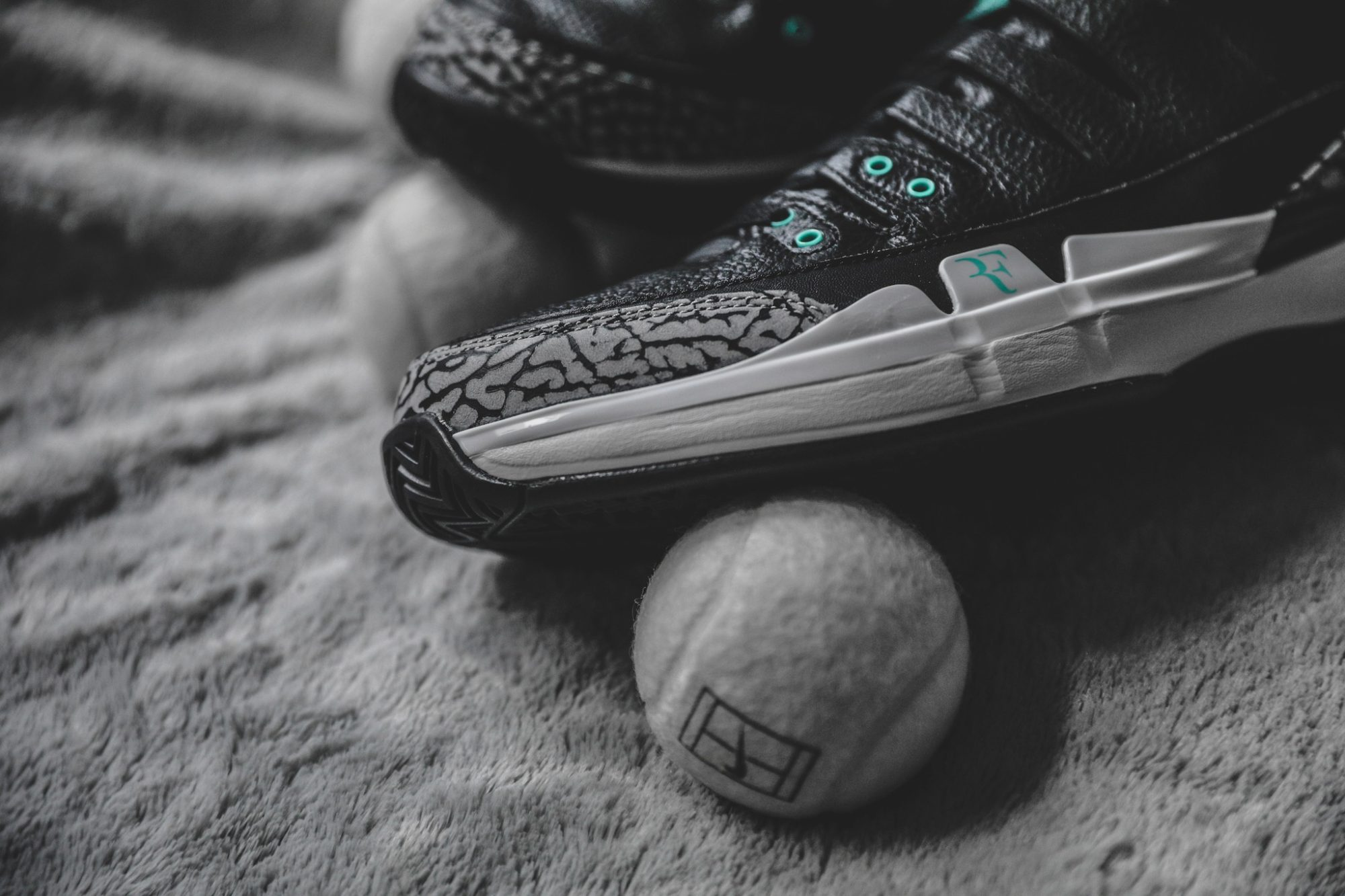 4999b35a569 ... first seen on the Nike Air Max 1. Scroll down to get a closer look at  the latest edition of Roger Federer s signature shoe inspired by the Air  Jordan 3.